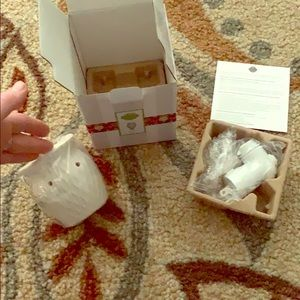 Scentsy Crinkle Plug-in Warmer with Bulb New